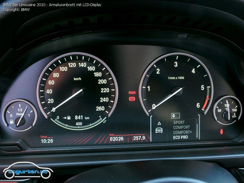 Armaturenbrett bmw  Foto BMW 5er Limousine 2010 - Armaturenbrett mit LCD-Display ...