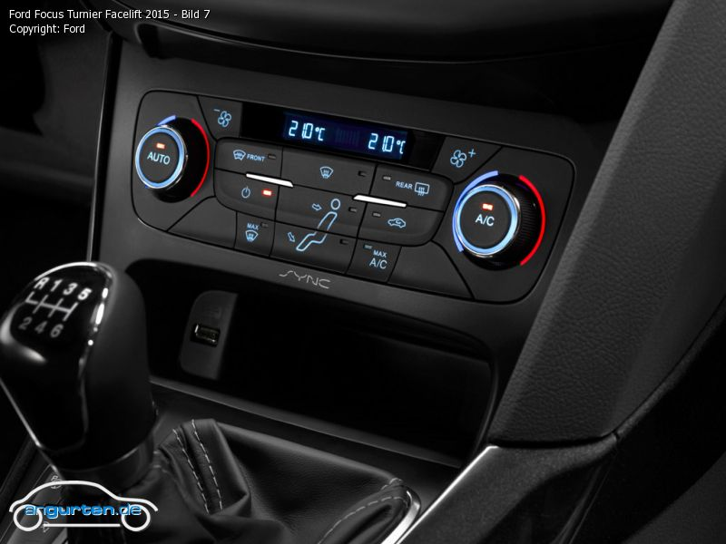 foto ford focus turnier facelift 2015 bild 7 bilder ford focus turnier facelift 2015. Black Bedroom Furniture Sets. Home Design Ideas