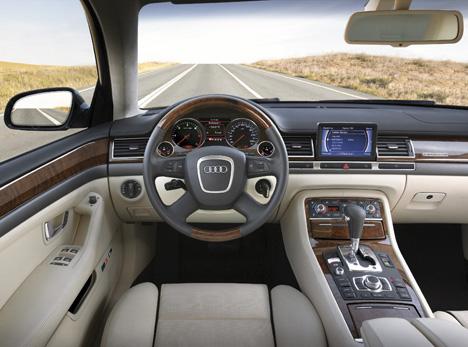 Foto Bild Audi A8 Cockpit Angurtende