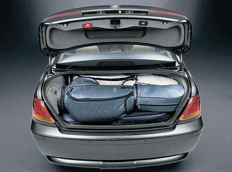 Foto (Bild): Der Kofferraum des Siebeners fasst 500 Liter ...