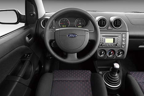 Foto Bild Ford Fiesta Cockpit Angurten De