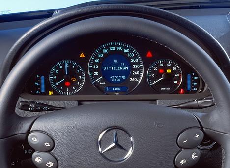 Armaturenbrett mercedes  Foto (Bild): Mercedes CLK, Armaturenbrett (angurten.de)