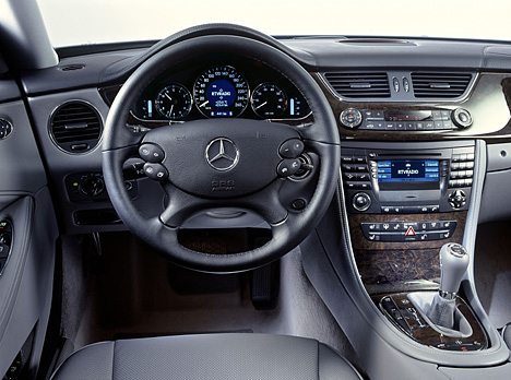 Foto Bild Mercedes Cls Cockpit Angurten De