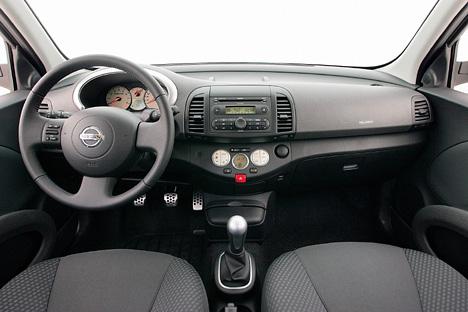 Foto Bild Nissan Micra Cockpit Angurtende