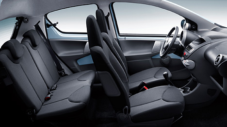 Foto bild toyota aygo innenraum for Interieur c8 8 places